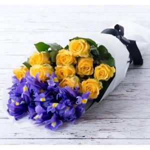 Сборный букет ирисы и розы в крафте R353