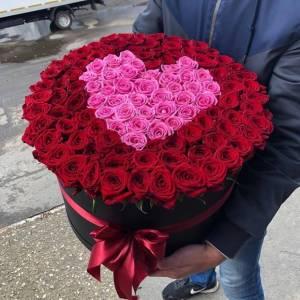 101 роза с сердцем в коробке R1252