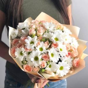 Сборный букет ромашковая хризантема и кустовая роза R1122