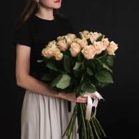 Букет 15 кремовых роз с лентами R547